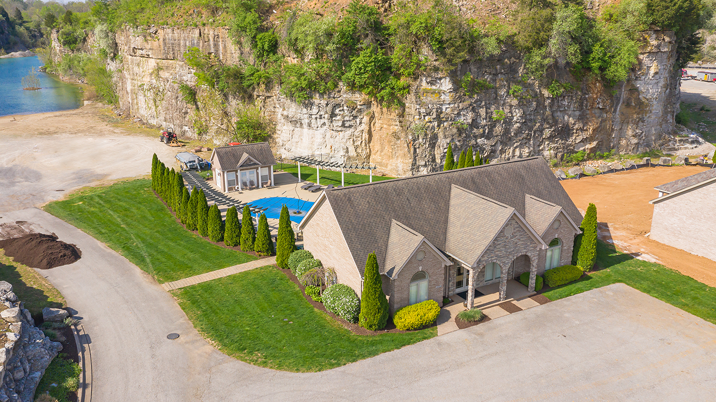 Quarry Bluff Clubhouse and Pool
